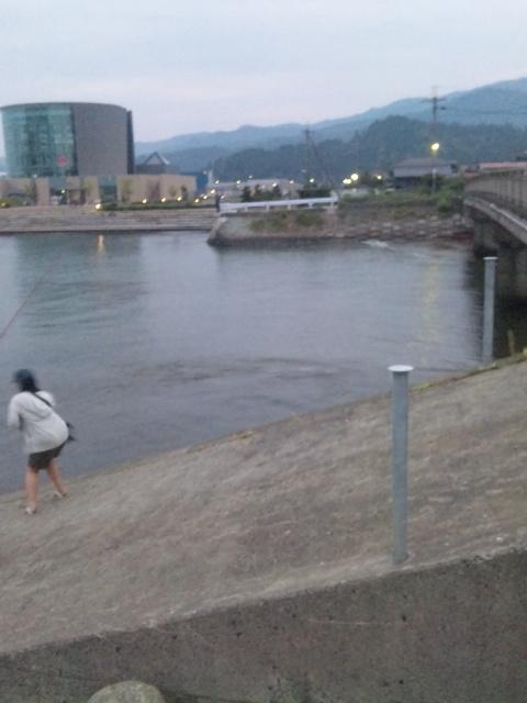 夕まずめの青戸大橋河口付近